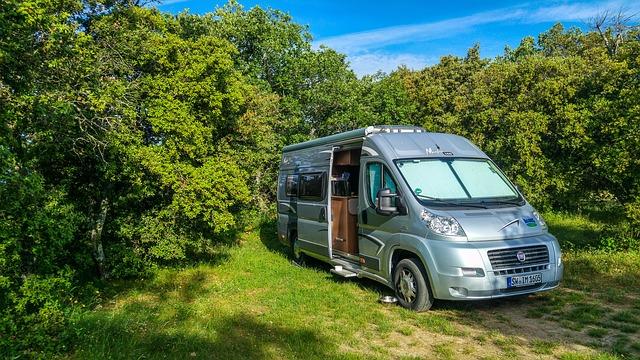 camping-4086895_640